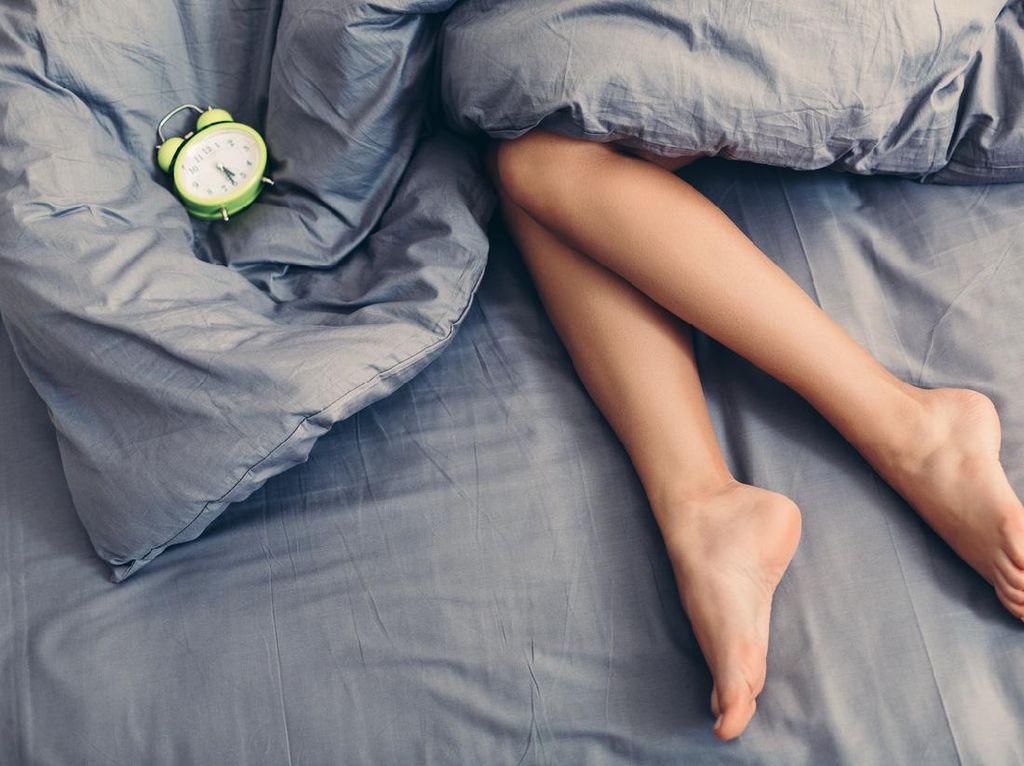 Kata Ilmuwan Lebih Sehat Sih, Tapi Yakin Mau Tidur Telanjang? Pikirkan Ini