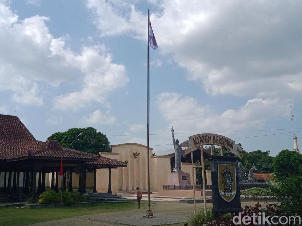 Akhirnya! Berkibar Merah Putih di Tiang Bendera Monumen Juang 45 Klaten