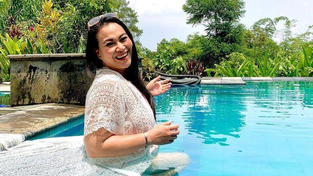 Cantik Indonesia, Zoya Amirin