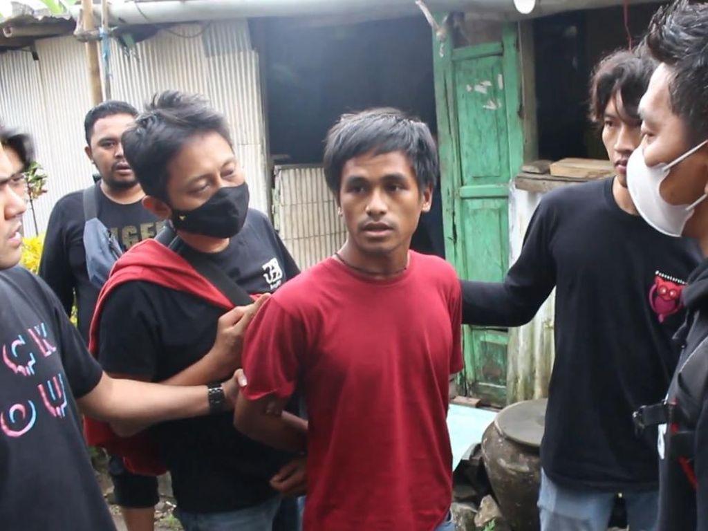 Lempari 2 Pengendara Hingga Jatuh dan Tewas, Pria di Makassar Dibekuk