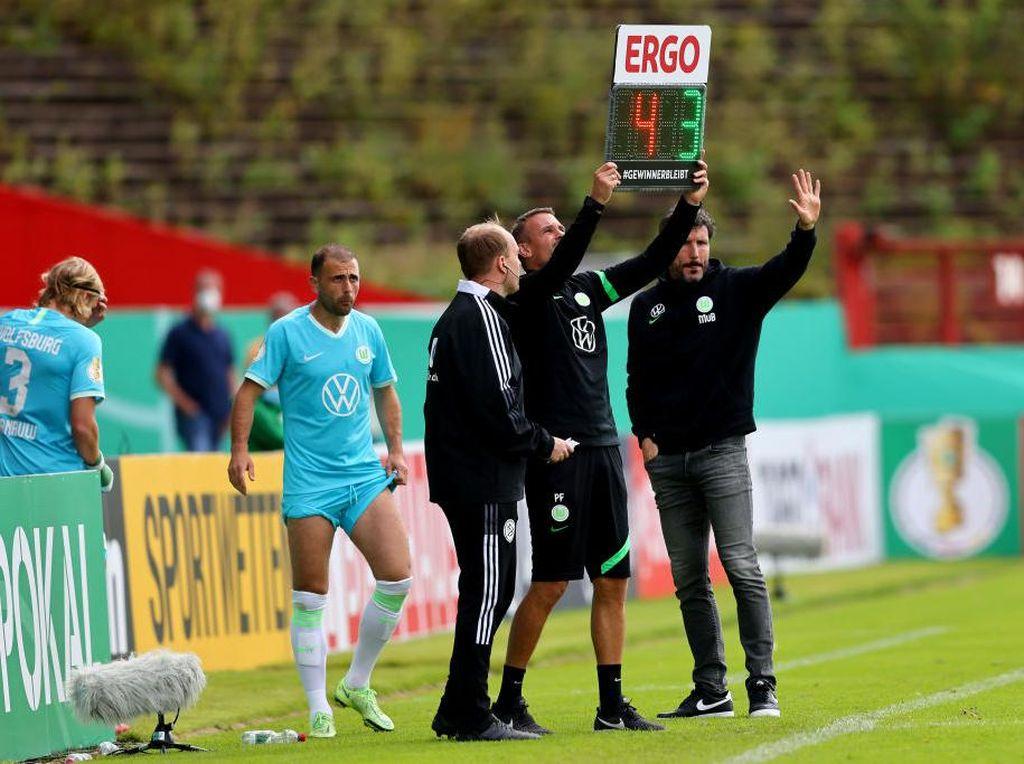 Wolfsburg Dicoret dari Piala Jerman akibat Kebanyakan Ganti Pemain