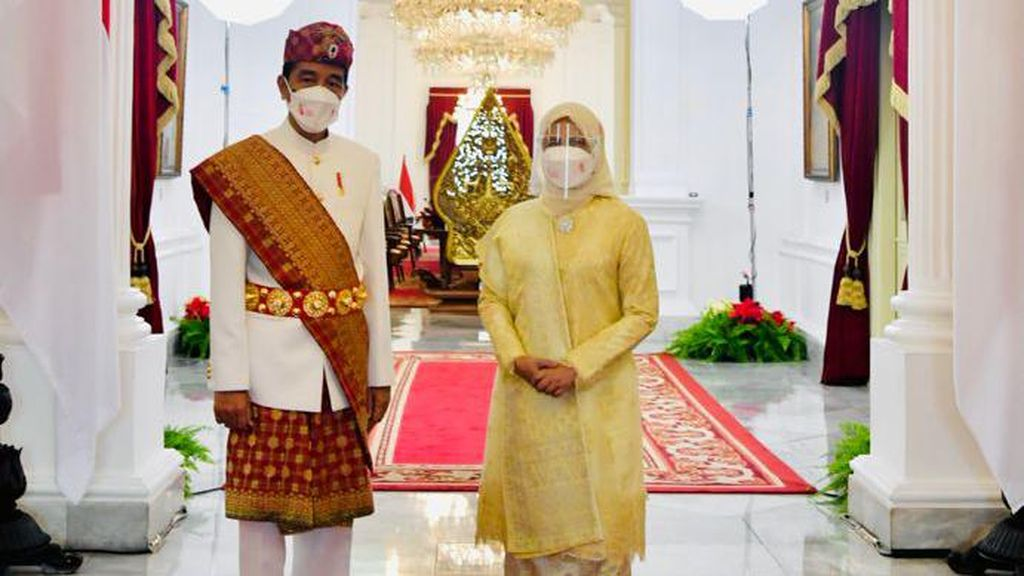 Penampilan Jokowi Berbaju Adat Lampung di Upacara Kemerdekaan RI