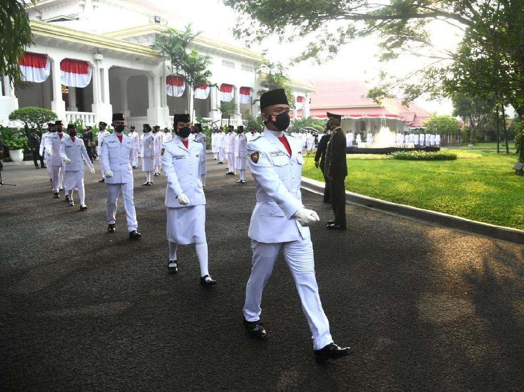 Ini Potret Tim Indonesia Tangguh yang Kibarkan Merah Putih di Istana