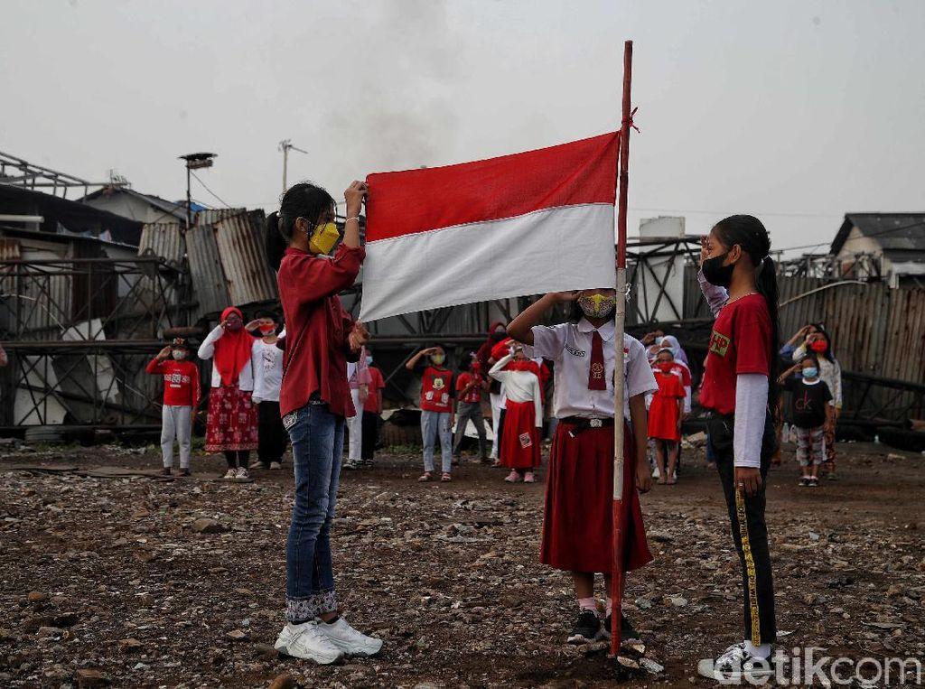 Semangat Anak di Pesisir Utara Jakarta Gelar Upacara HUT ke-76 RI