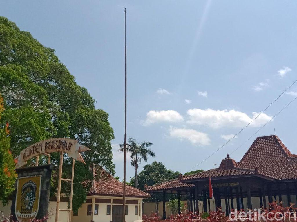 HUT RI, Tak Ada Merah Putih di Tiang Bendera Monumen Juang 45 Klaten