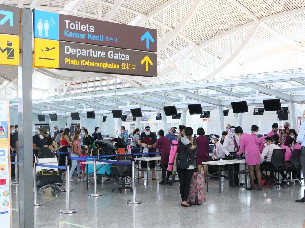 Ratusan Warga Australia Tinggalkan Bali dengan Pesawat Repatriasi