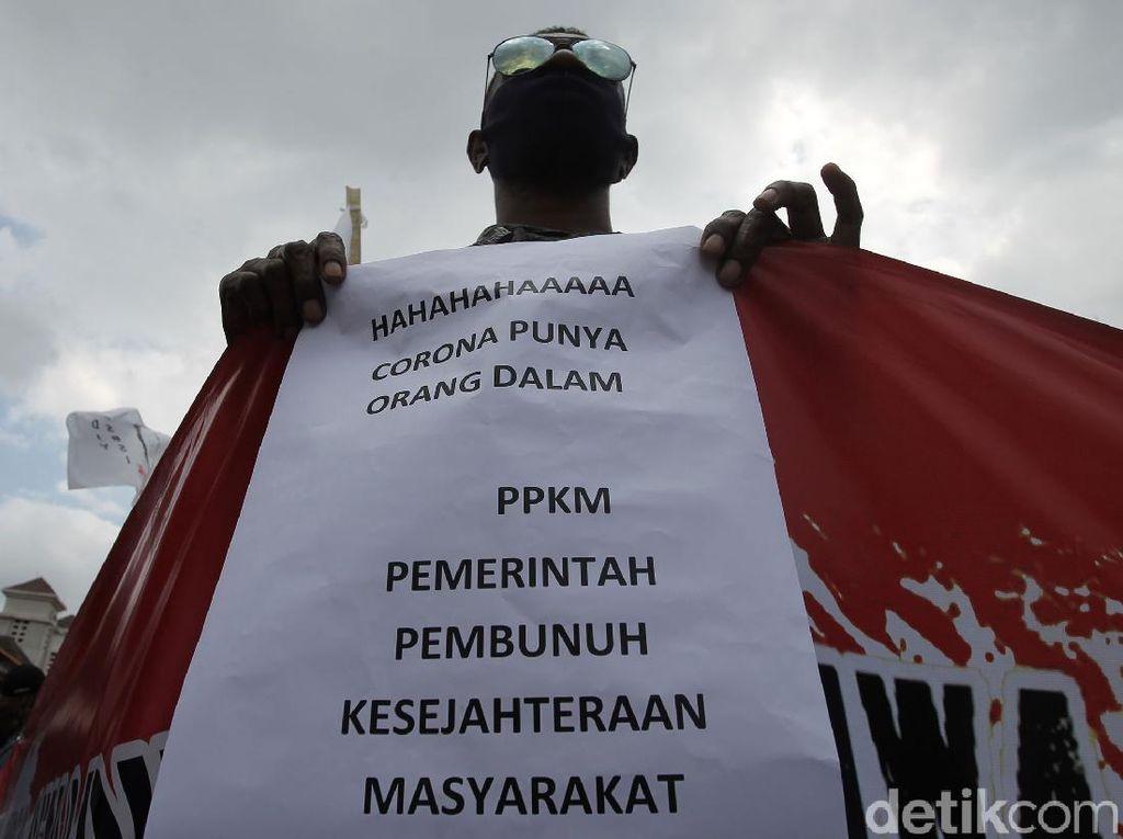 Aksi Buruh Tolak Perpanjangan PPKM di Yogyakarta