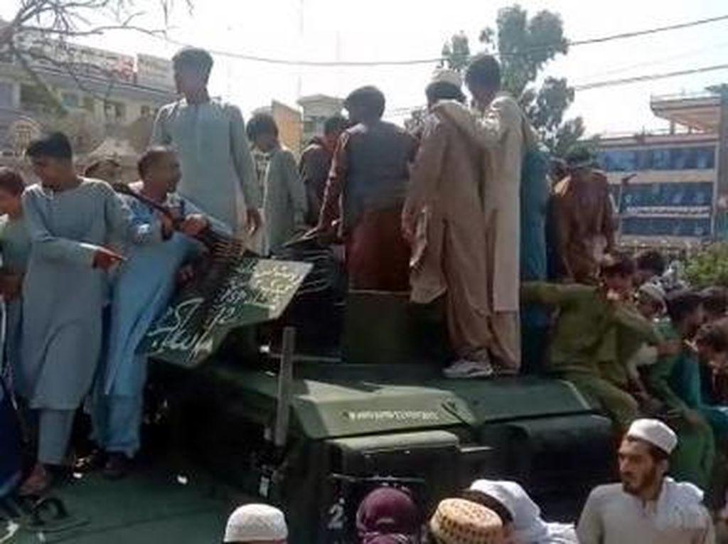 Ribuan Kendaraan Militer Amerika Serikat Kini Dikuasai Taliban
