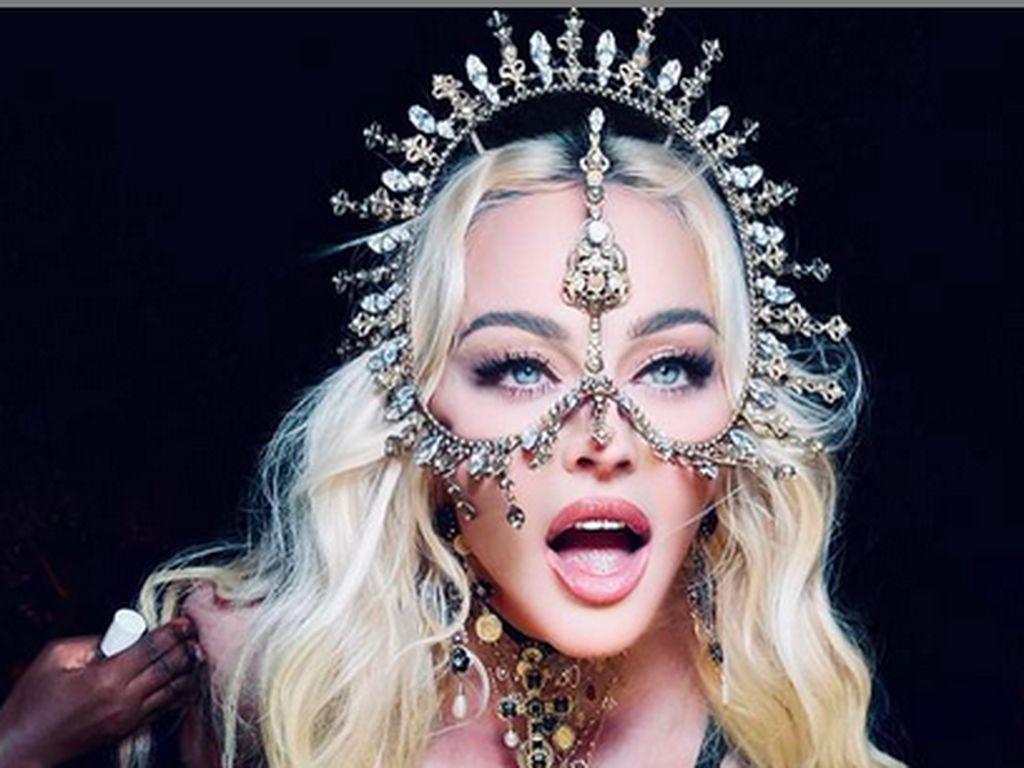 Madonna Pakai Karya Rinaldy Yunardi, Jadi Hadiah Ulang Tahun untuk Indonesia