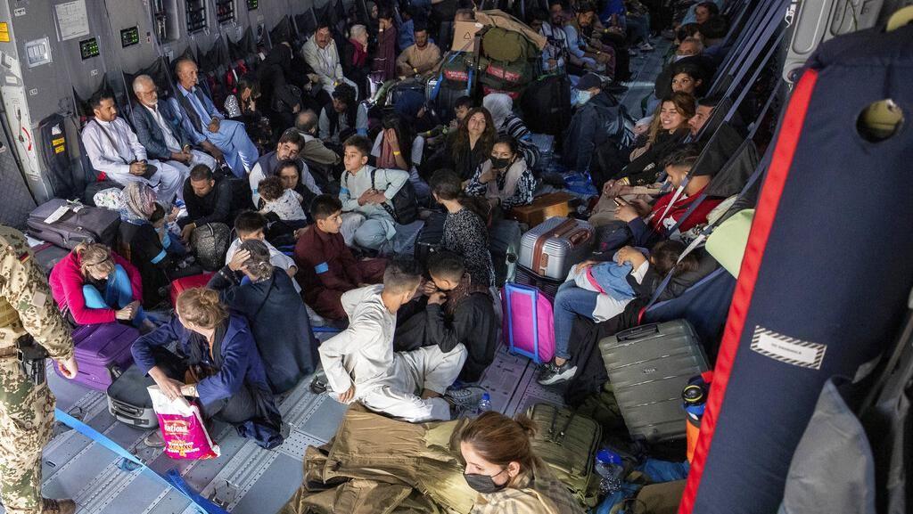 Pesawat Pengungsi Afghanistan Tiba di Uzbekistan