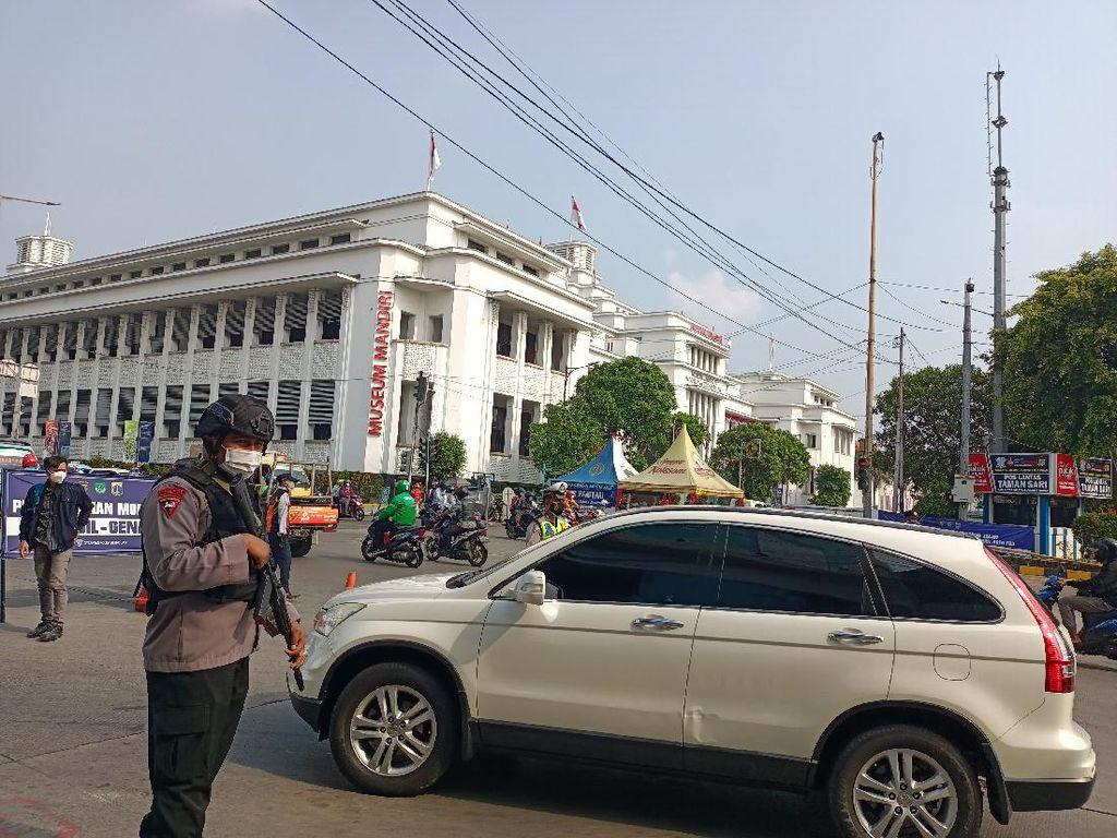Berpelat Ganjil, Sejumlah Mobil Pribadi Ingin ke Jl Gajah Mada Diputar Balik