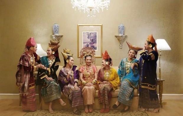 Tradisi pra nikah adat Sumatra Barat/Foto: femaledaily.com