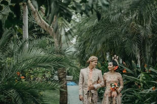 Tradisi unik pernikahan Indonesia. Salah satunya adat Banyuangi/Foto: pinterest.com