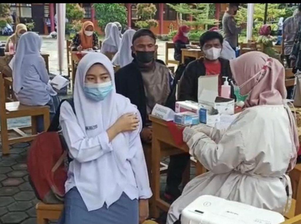 BIN Vaksinasi 1.500 Pelajar dari 7 Sekolah di Padang Pariaman Sumbar