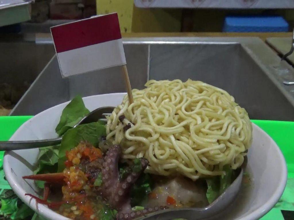 Hafal Pancasila Bisa Makan Gratis Bakso Lobster dan Mukbang Seafood