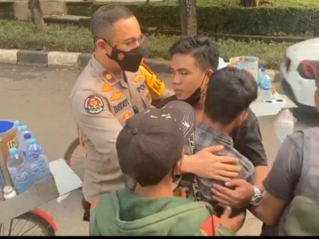 Pedagang Kopi Starling Cekcok Rebutan Lapak di Setiabudi, Didamaikan Polisi