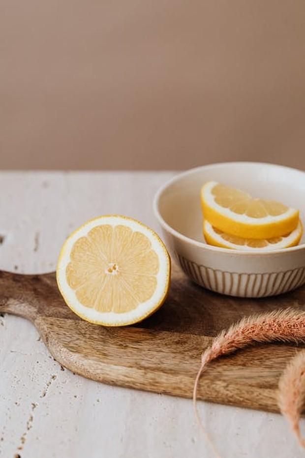 lemon / foto : pexels.com/KarolinaGrabowska