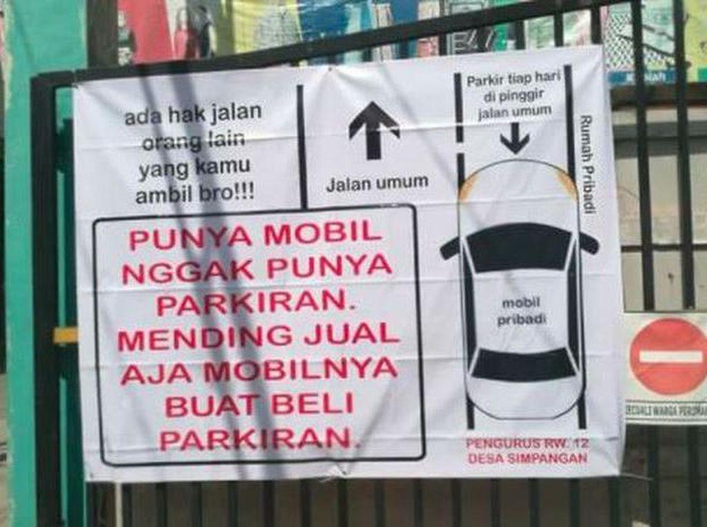 Jleb! Pesan Menohok Pengurus RW ke Warga: Jual Mobilnya Buat Beli Parkiran