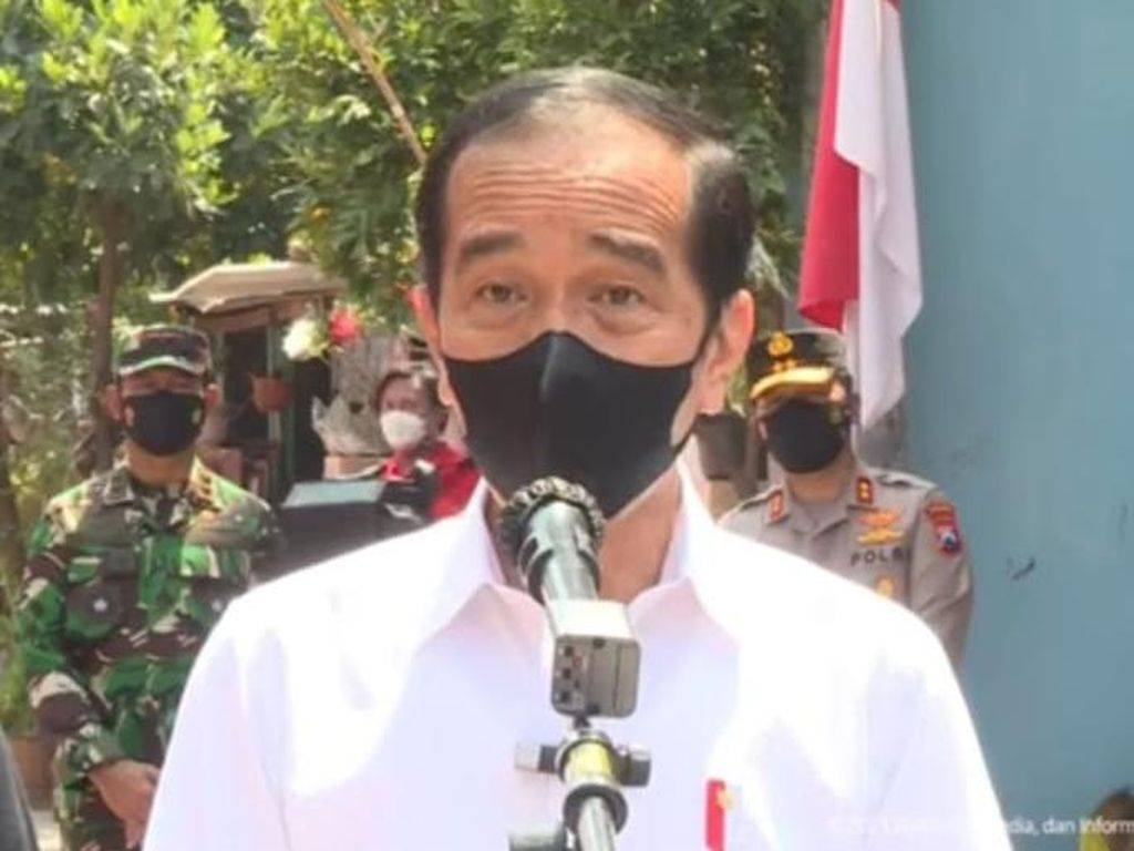 Tinjau Vaksinasi Door to Door, Jokowi: Pelayanan yang Sangat Baik