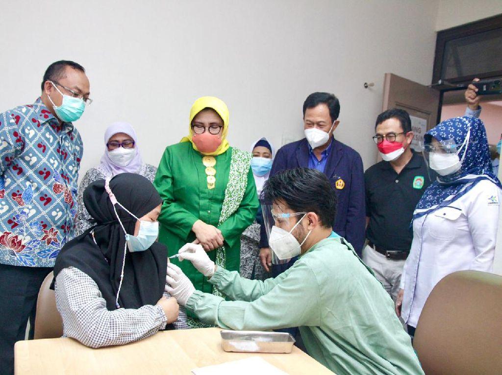 Ratusan Ibu Hamil Jalani Vaksinasi COVID-19 di RSHS Bandung