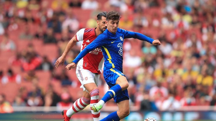 LONDON, ENGLAND - AUGUST 01: Kai Havertz of Chelsea in action with Pablo Mari of Arsenal during the Pre Season Friendly between Arsenal and Chelsea at Emirates Stadium on August 1, 2021 in London, England. (Photo by Marc Atkins/Getty Images)