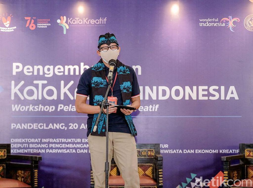 Sandiaga Ingatkan Revenge Tourism, Pilot Jago Daratkan Pesawat Miring