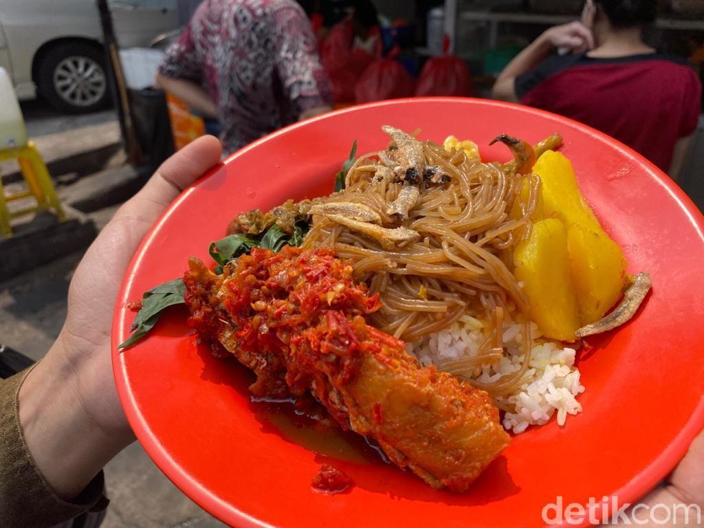 Nasi Anai Galung:Mantap! Nasi Rames Pematang Siantar Halal dengan 20 Lauk