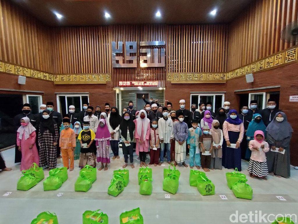 30 Anak Yatim di Kota Kediri Makan Bubur Suro Rayakan Asyura