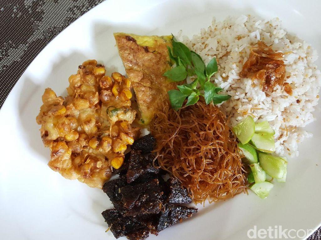 Resep Nasi Ulam Betawi yang Komplet dan Sedap Lauknya