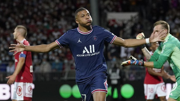 PSGs Kylian Mbappe celebrates after scoring his sides second goal during a French League One soccer match between Brest and PSG at the Francis-Le Ble stadium in Brest, France, Friday, Aug. 20, 2021. (AP Photo/Daniel Cole)