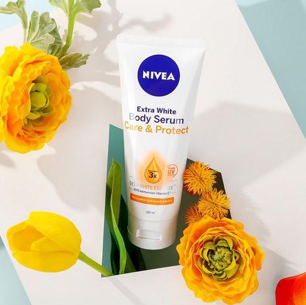 Teksture serum yang ringan dan cepat menyerap membantu melembabkan dan menjaga kulit kamu.