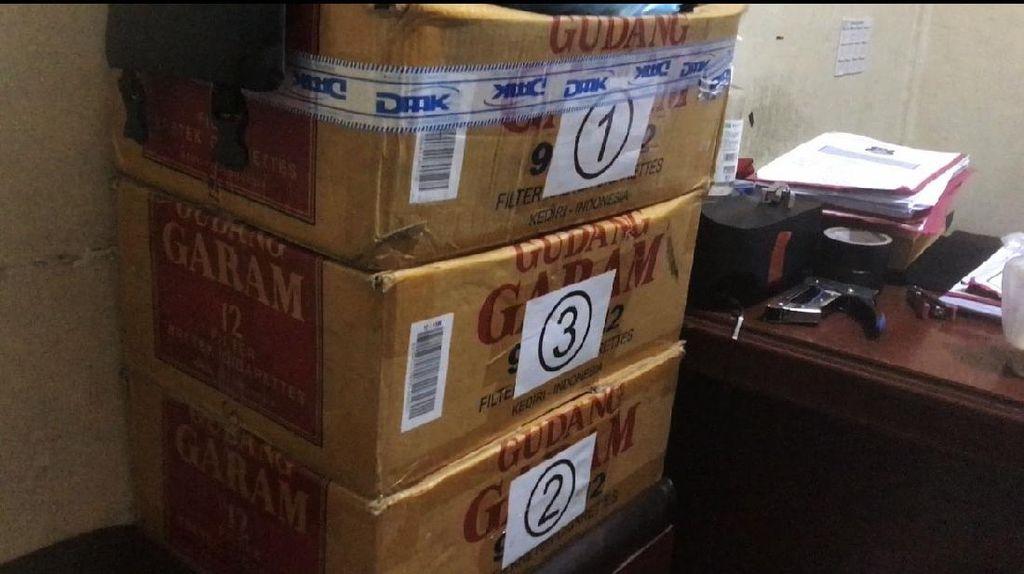 Penampakan 3 Dus Surat Permintaan Sumbangan Gubernur Sumbar