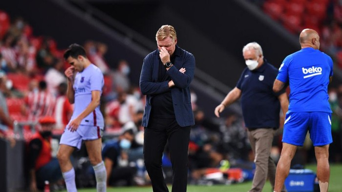 BILBAO, SPAIN - AUGUST 21: Ronald Koeman, Head Coach of FC Barcelona looks on from the sidelines during the LaLiga Santander match between Athletic Club and FC Barcelona at San Mames Stadium on August 21, 2021 in Bilbao, Spain. (Photo by Juan Manuel Serrano Arce/Getty Images)