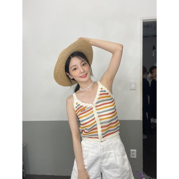 Yeonhee 'Rocket Punch' membagikan beberapa foto OOTD fashionnya ke akun Instagram, kamu bisa contek gaya Yeonhee saat mengenakan Hollow Out Crochet Cami Top