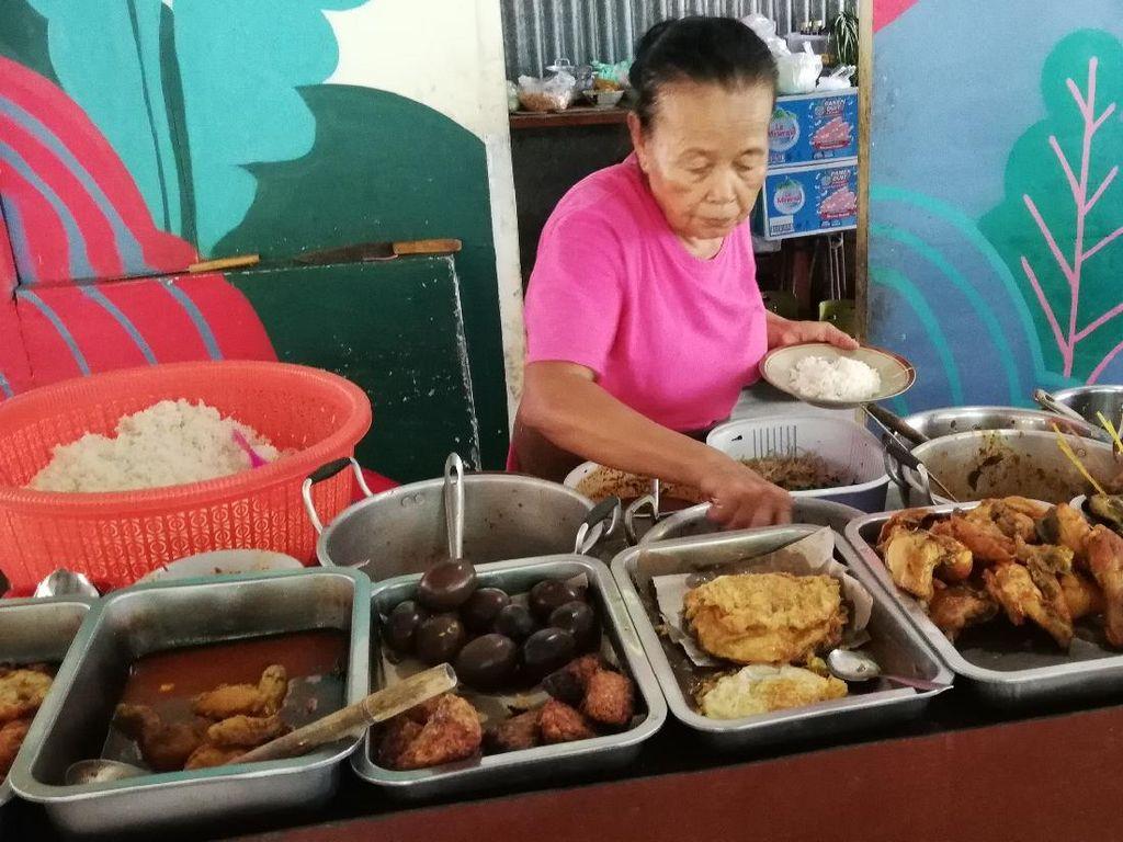 Cari Tempat Makan Murah buat Nongkrong di Kawasan UNS Solo? Cek di Sini