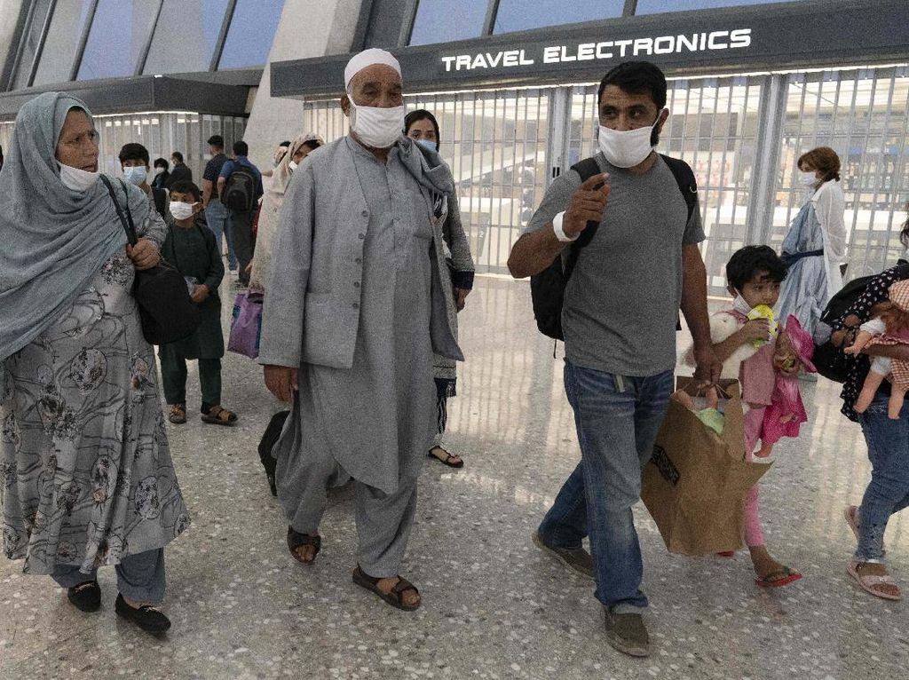 Taliban Janji Bolehkan Warga Afganistan dengan Dokumen Lengkap untuk Terbang