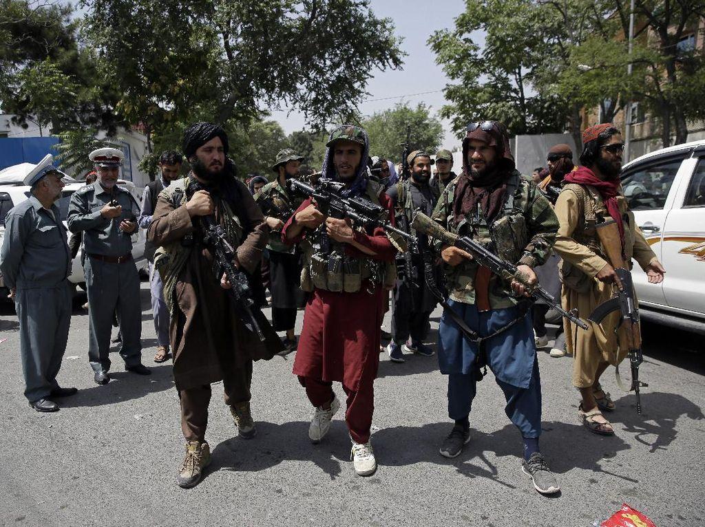 China Beri Bantuan Rp 442 M ke Taliban, Duterte Resmi Maju Cawapres Filipina