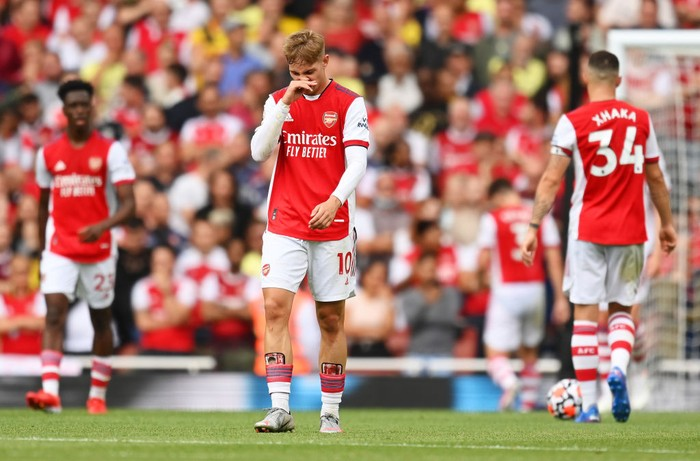 LONDON, ENGLAND - AUGUST 22: Emile Smith Rowe of Arsenal looks dejected after the Chelsea second goal scored by Reece James (Not pictured) during the Premier League match between Arsenal and Chelsea at Emirates Stadium on August 22, 2021 in London, England. (Photo by Michael Regan/Getty Images)