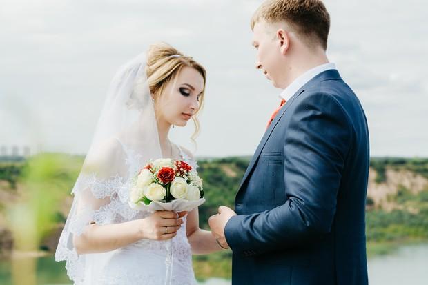 mimpi menikah dengan orang nggak dikenal bisa berarti adanya pengaruh orang lain dalam keputusanmu