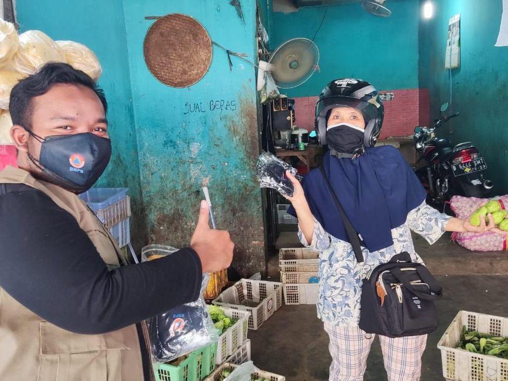 Gerakan Mobil Berbagi Masker Gratis Menyebar ke Jabar