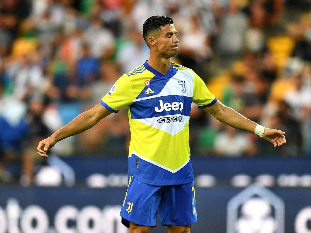 Foto Momen Ronaldo Buka Baju, Kena Kartu Kuning, Gol Dianulir