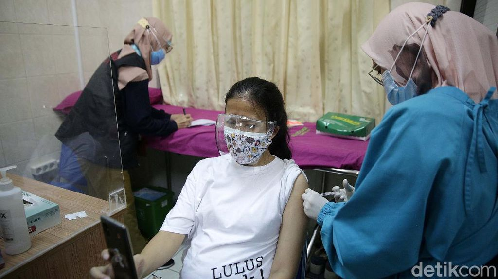 Ekspresi Para Ibu Hamil Saat Disuntik Vaksin Pfizer