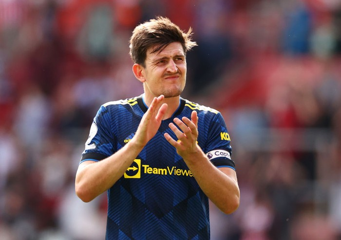 SOUTHAMPTON, ENGLAND - AUGUST 22: Harry Maguire of Manchester United applauds the fans following the Premier League match between Southampton and Manchester United at St Marys Stadium on August 22, 2021 in Southampton, England. (Photo by Ryan Pierse/Getty Images)