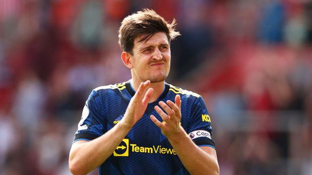SOUTHAMPTON, ENGLAND - AUGUST 22: Harry Maguire of Manchester United applauds the fans following the Premier League match between Southampton and Manchester United at St Mary's Stadium on August 22, 2021 in Southampton, England. (Photo by Ryan Pierse/Getty Images)