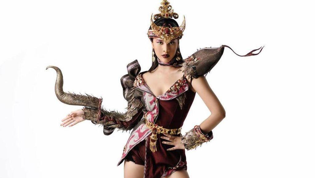 Potret Eksotis Anya Geraldine Pakai Kostum Komodo