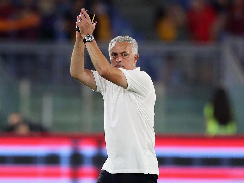 Roma Vs Fiorentina: Jose Mourinho Nikmati Kemenangan Il Lupi