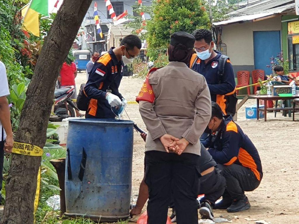 Polisi Buru 3 Pria Bermotor yang Buang Benda Mirip Bom di Bekasi