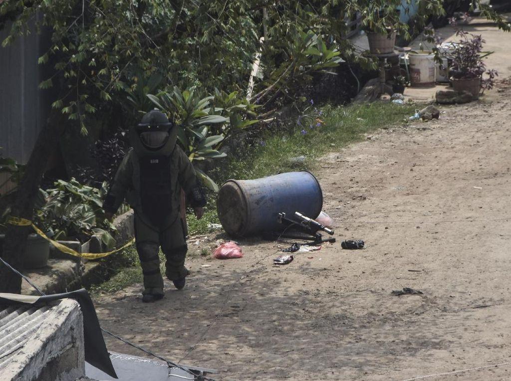 Saksi Ungkap Ciri-ciri 3 Pria yang Buang Benda Mirip Bom di Bekasi