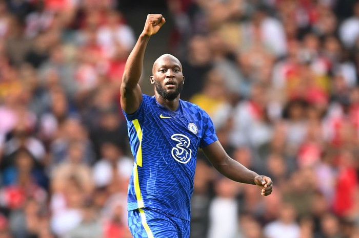 LONDON, ENGLAND - AUGUST 22: Romelu Lukaku of Chelsea celebrates after scoring their sides first goal during the Premier League match between Arsenal and Chelsea at Emirates Stadium on August 22, 2021 in London, England. (Photo by Michael Regan/Getty Images)
