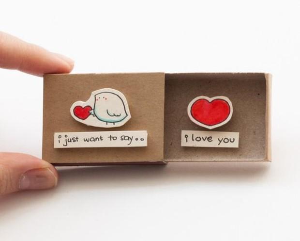 Memberikan surprise atau kejutan  bisa kamu lakukan sebagai bentuk rasa sayang dan cinta terhadap pasangan kamu.